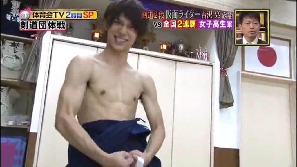吉沢亮のムキムキな胸筋